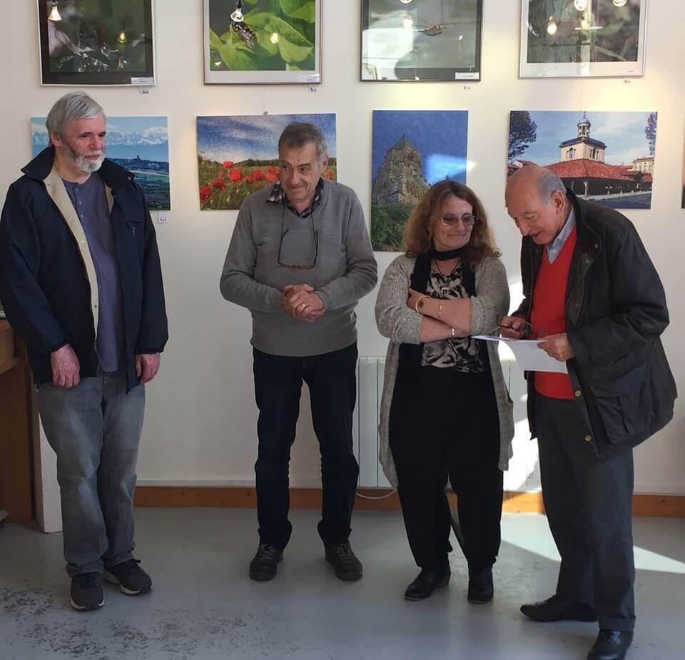 De gauche à droite Jean Bernard Roussilhe, Gérard Grandazzi président de la galerie Dominique Guillaume et Mr le Mare Albert Mamy présent pour cette première exposition de l'année 2019